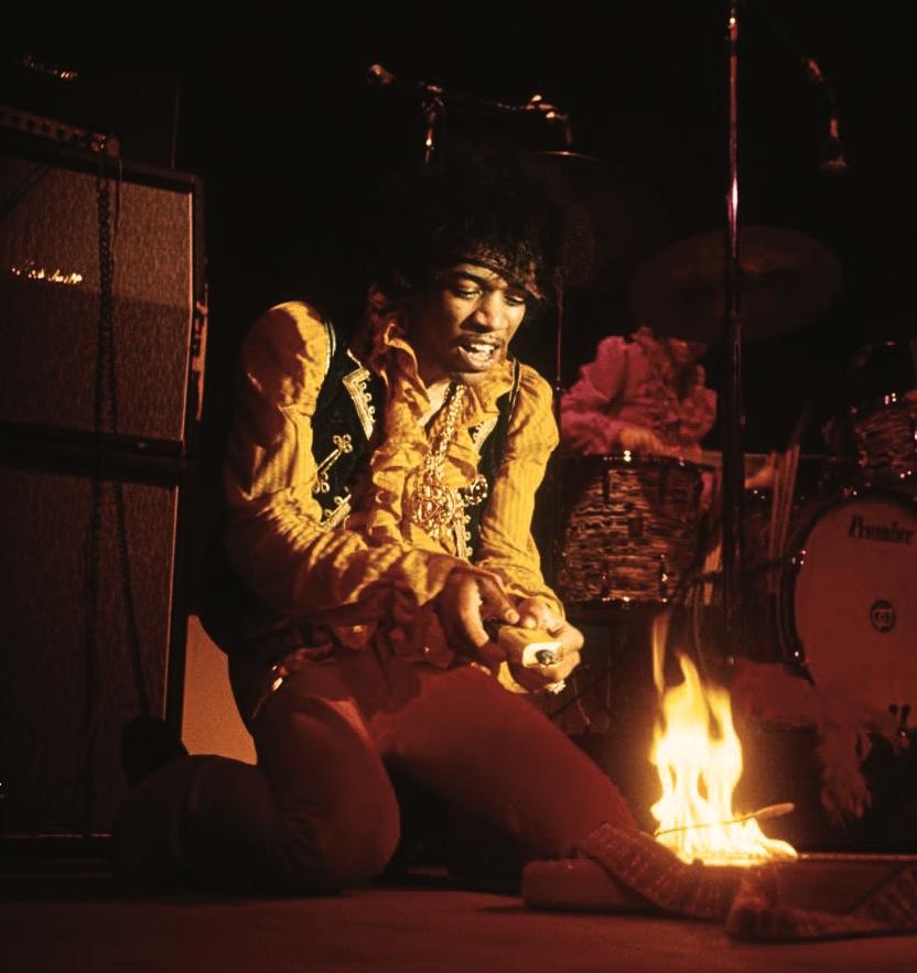 jimi-hendrix_guitar-on-fire_monterey_1967