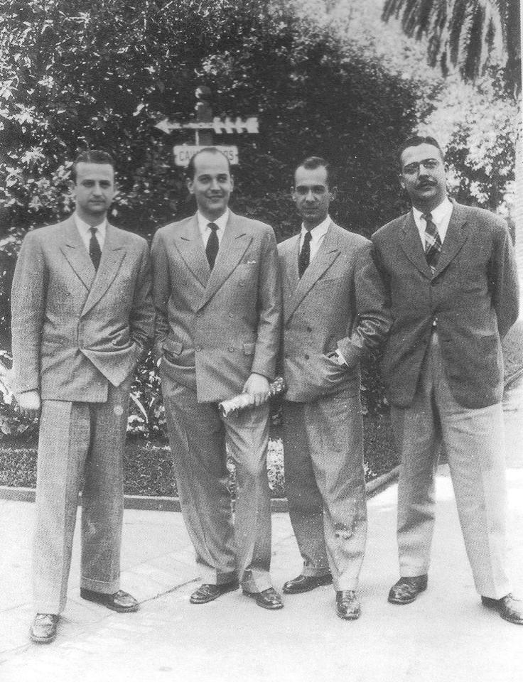 Décio de Almeida Prado, Paulo Emílio Sales Gomes , Antonio Candido e Lourival Gomes Machado, críticos da revista Clima. Praça da República, São Paulo, 1944.