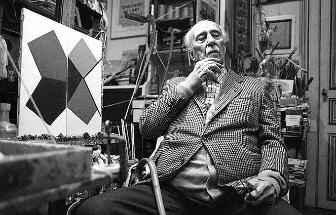 Cicero Dias, no atelier em Paris, 1982. Foto: Carlos Freire