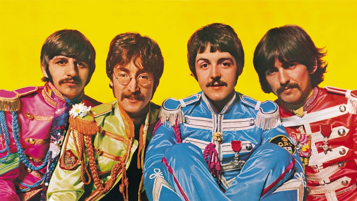 Sgt-Peppers-Lonely-Hearts-Club-Band-interior